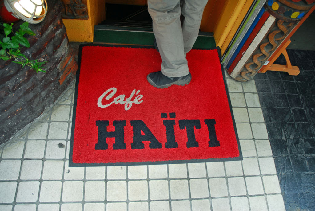 Tokyo: welcome mat, cafe