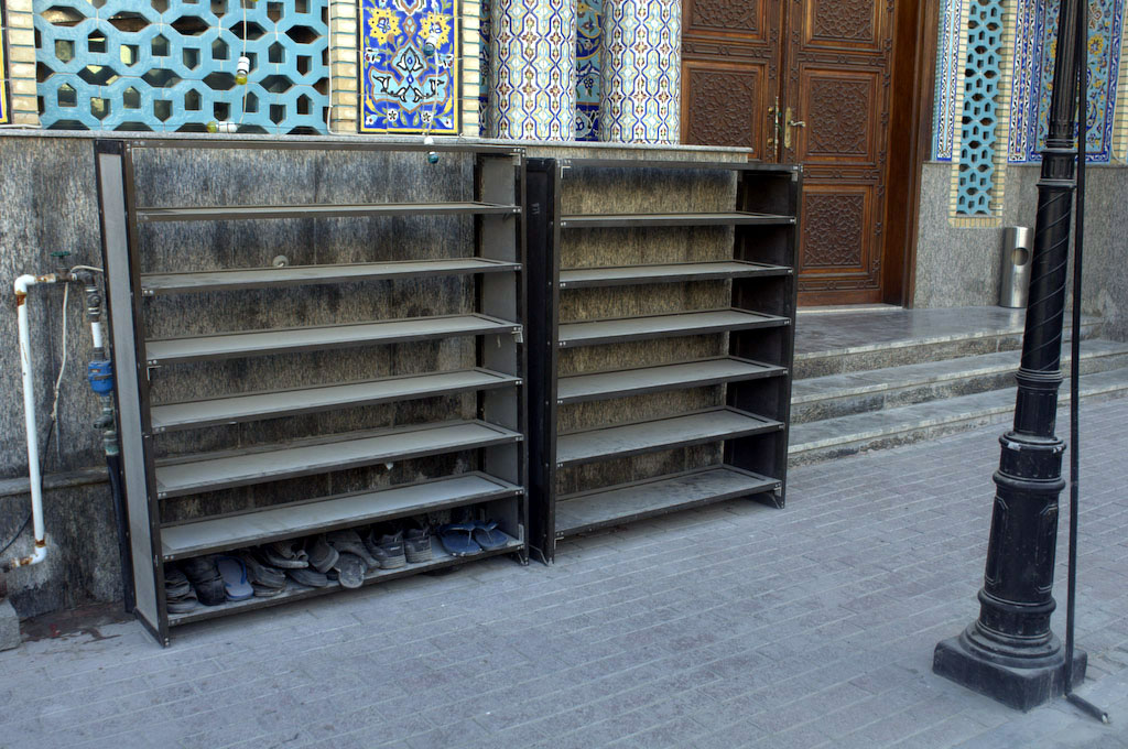 Dubai: mosque shoe rack