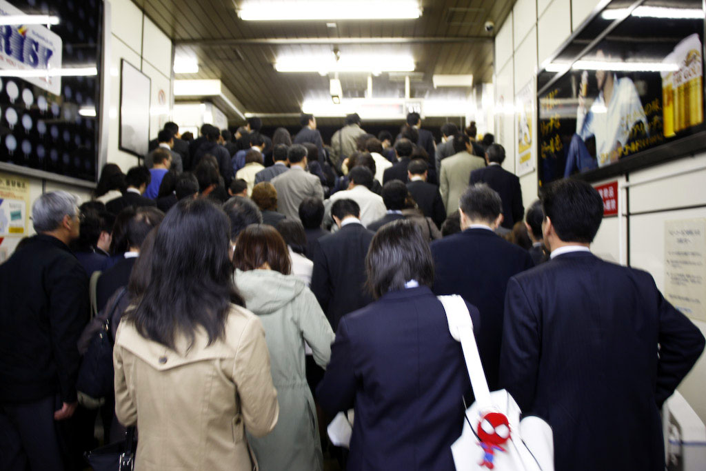 Tokyo: monday morning commute