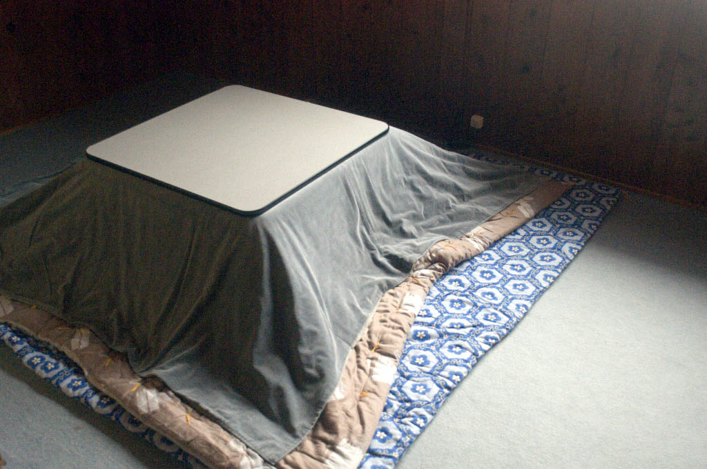 Akadake: covered kotatsu