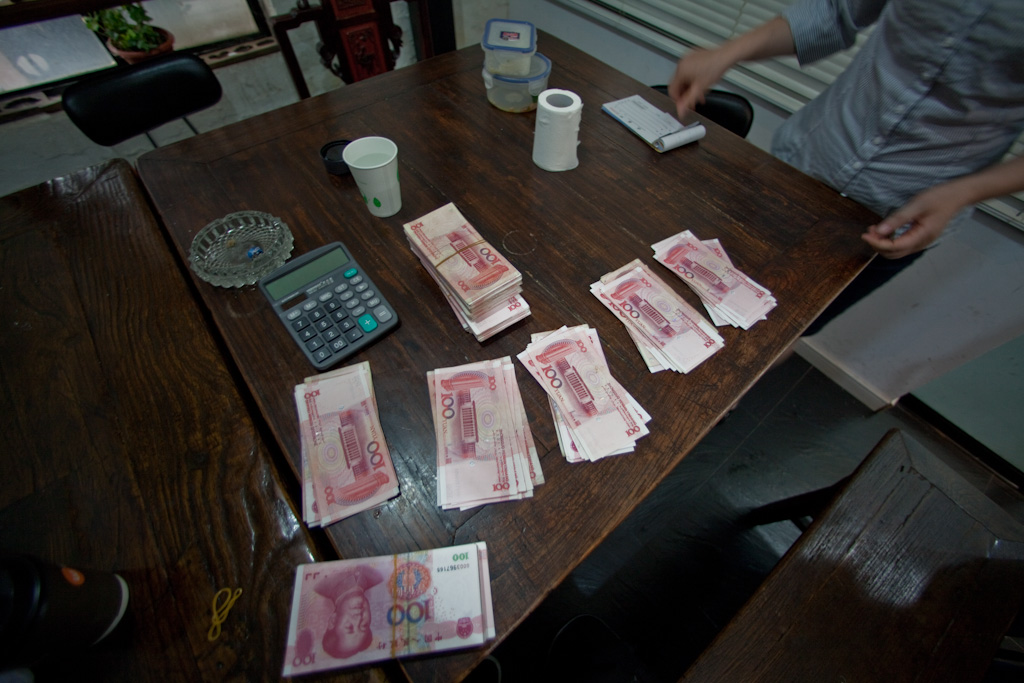 Shanghai: money on the table