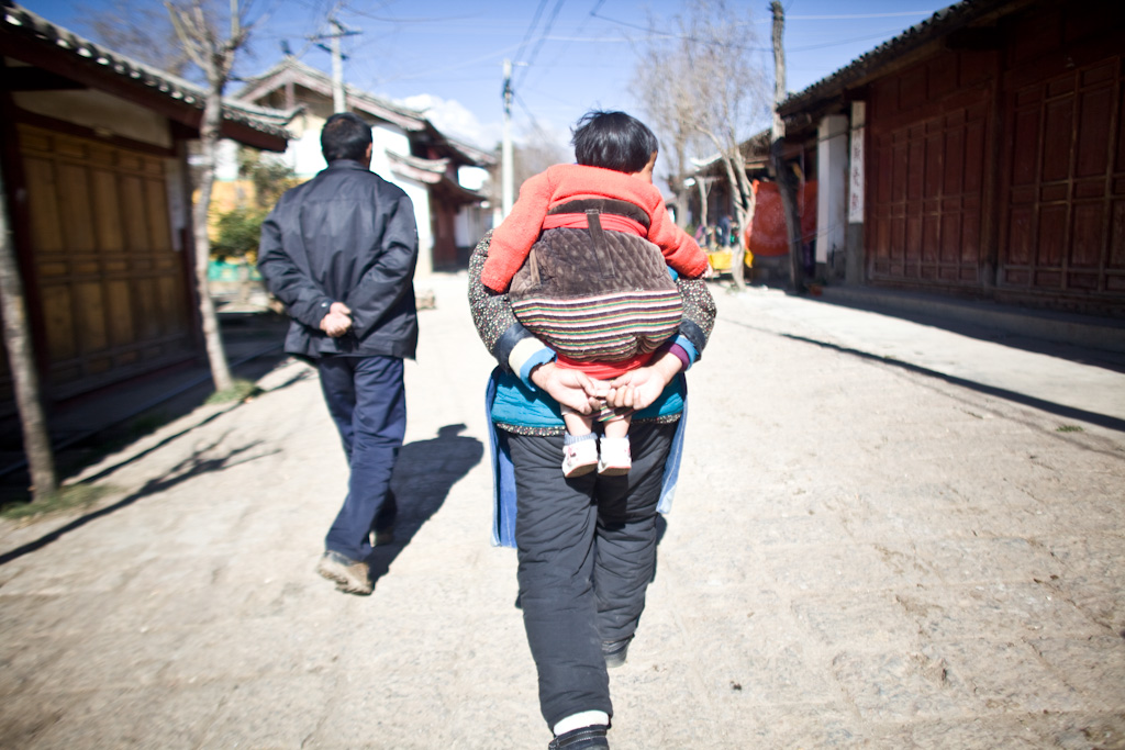 Lijiang: the baby hold