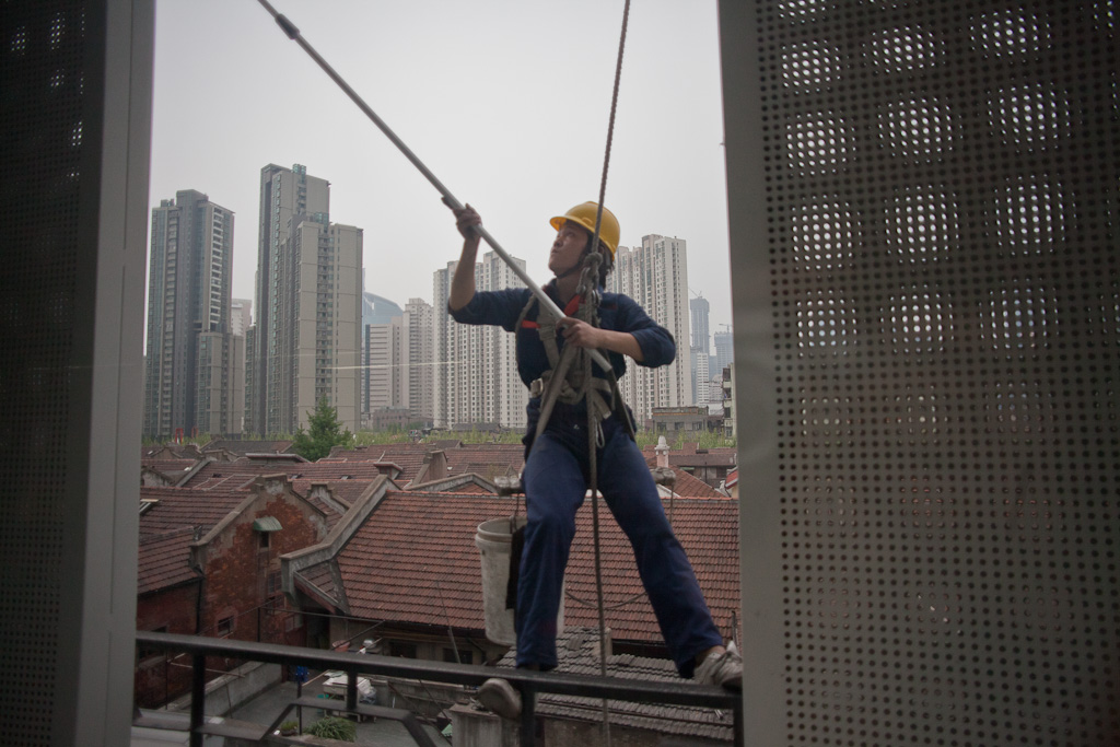 Shanghai: studio window cleaner