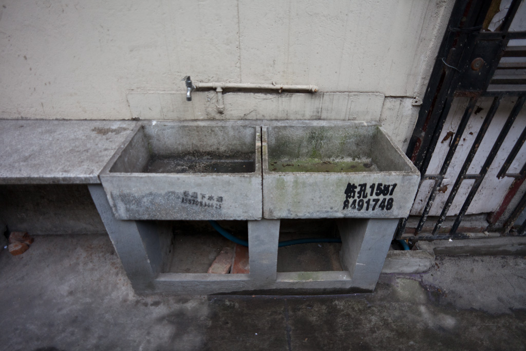 Shanghai: lane house sink