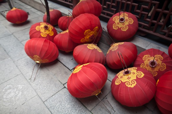 Shanghai: temple lanterns