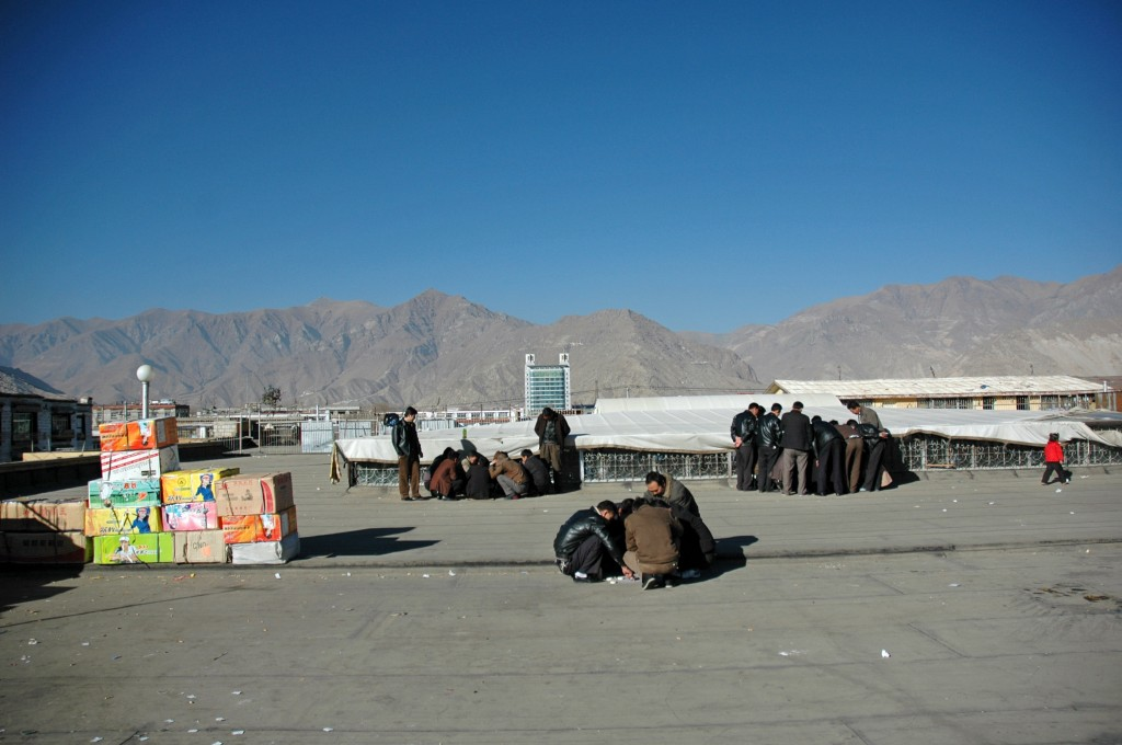 Lhasa: rooftop games