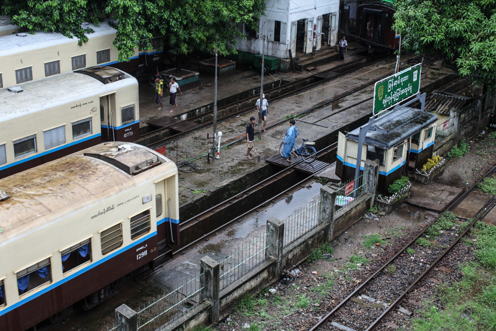 Yangon: train, track